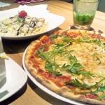 [簡食]台北市>信義區>LONGTABLE~比薩比臉還大的歐式地中海式風情餐廳